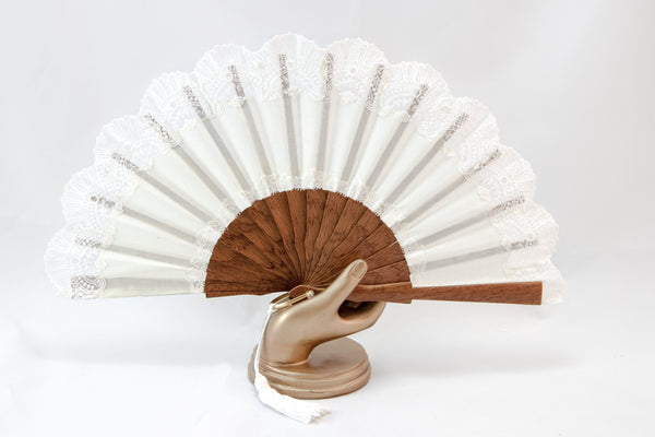 Hand Fan Cheltenham cream, Rockcoco close-up | Crafthouse