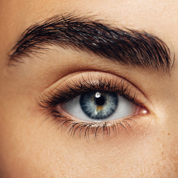 How to Thicken and Grow Out Eyebrows With Eyebrow Serum
