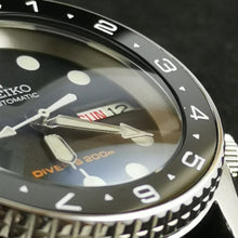 Load image into Gallery viewer, SKX013 Double Dome Sapphire Crystal - Watch&Style