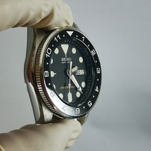 Load image into Gallery viewer, SKX013 Flat Sapphire Crystal