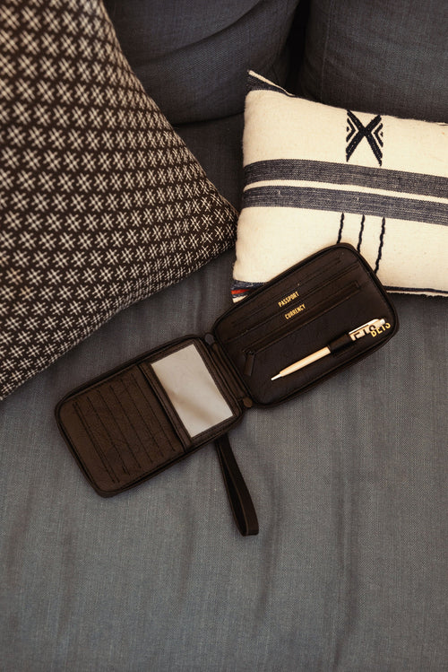 The Travel Wallet in Black