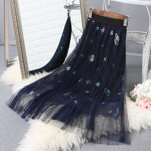 Embroidery pleated skirt