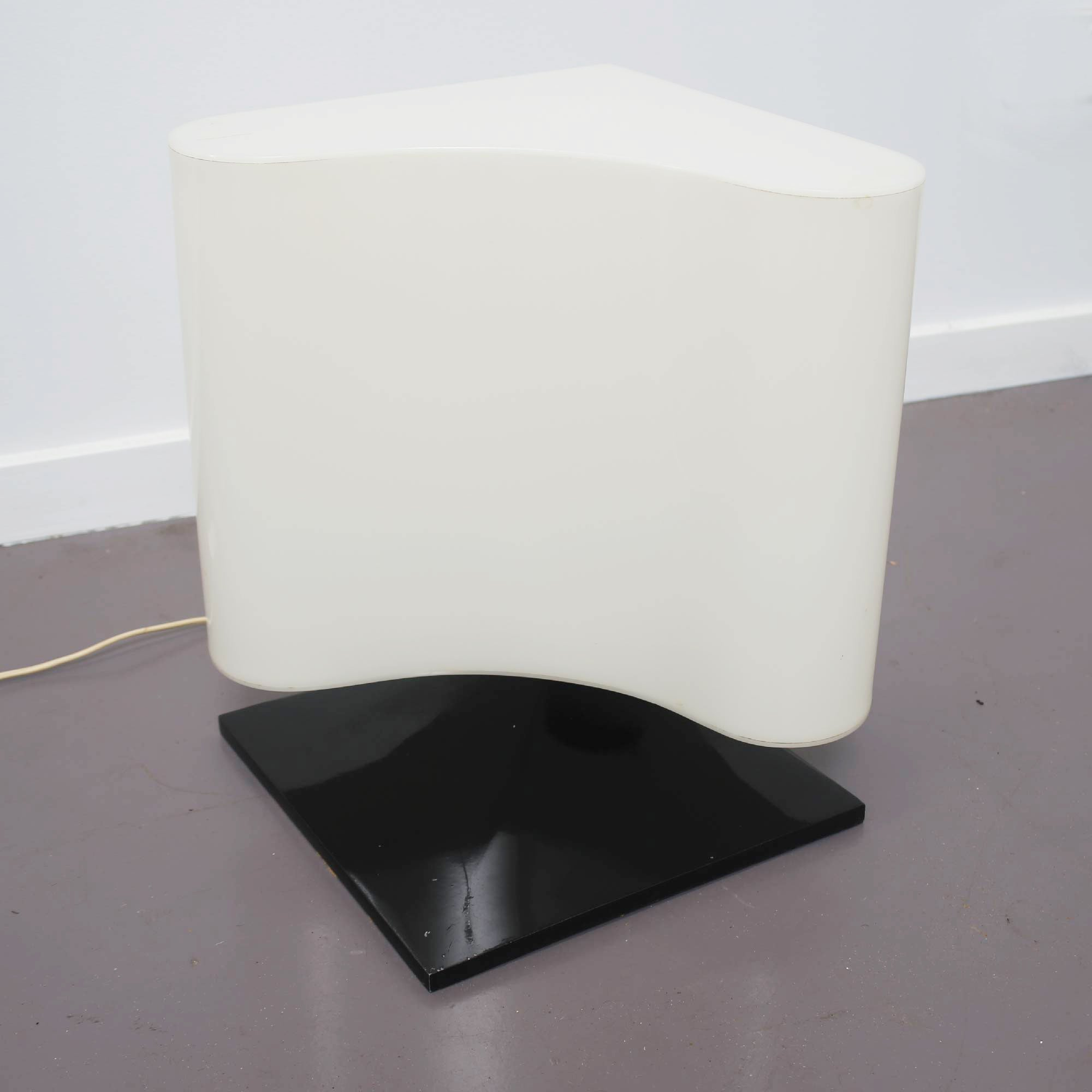 Mid Century Modern Italian White Table Lamp by Vittorio Introini for Stilnovo