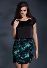 Load image into Gallery viewer, Reconstructed elegance cropped top in Black