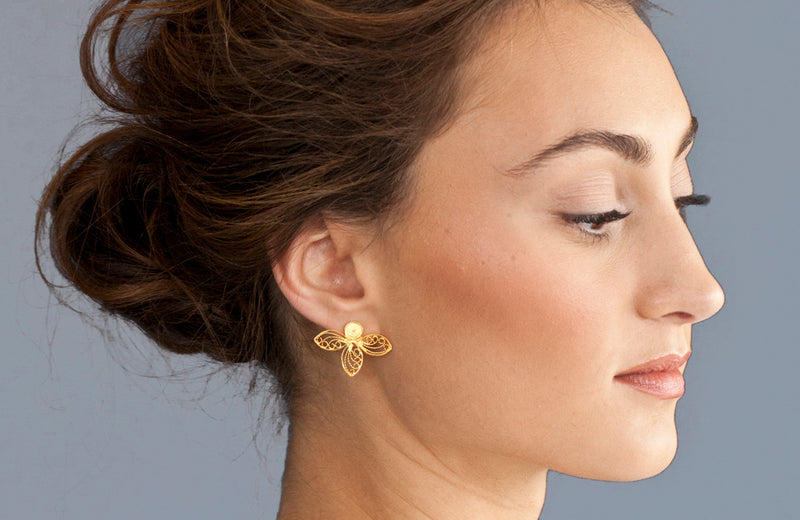 Filigree gold stud earrings