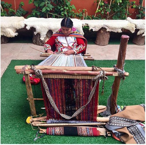 Indigenous from Perú using family loom to hand weave fabrics for Escvdo