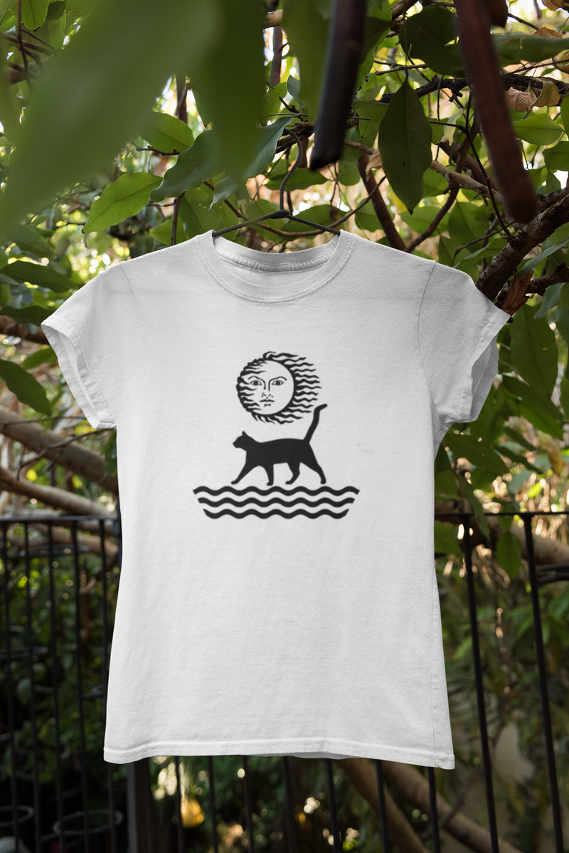 White organic cotton T-shirt with graphic of cat and sun