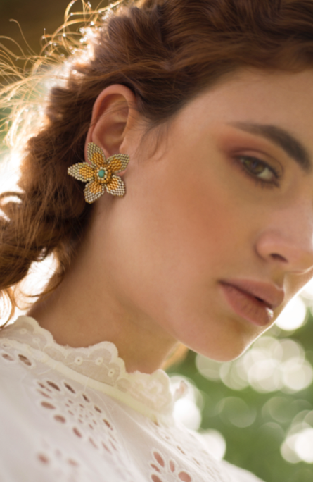 Flower stud earrings with glass beads and Murano center