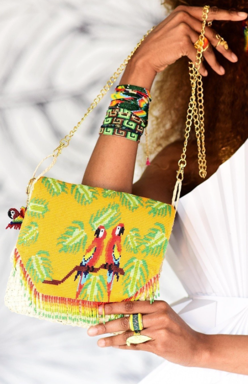 Beaded straw crossbody handbag with colorful parrots