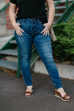 Load image into Gallery viewer, Classic Judy Blue Jeans In Medium Wash