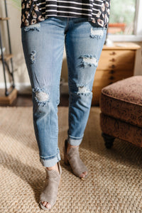 Slim Fit Boyfriend Destoyed Jeans