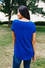 Load image into Gallery viewer, Contrasting Criss Cross Tee In Royal + Gray