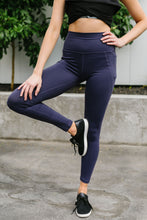 Load image into Gallery viewer, In The Side Pocket Athletic Leggings In Midnight