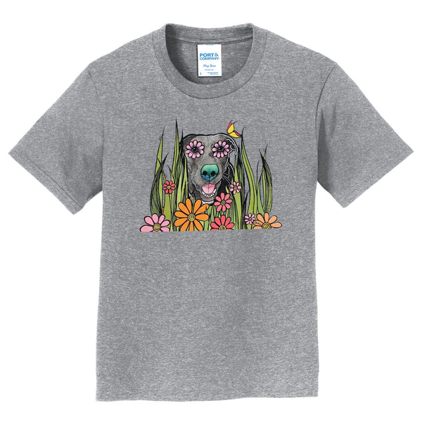 Black Labrador in the Grass - Kids' Unisex T-Shirt