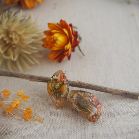 Metanical Nugget Studs - Light Orange + White Flowers