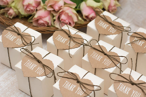 How to Choose the Right Wedding Favors For Your Guests