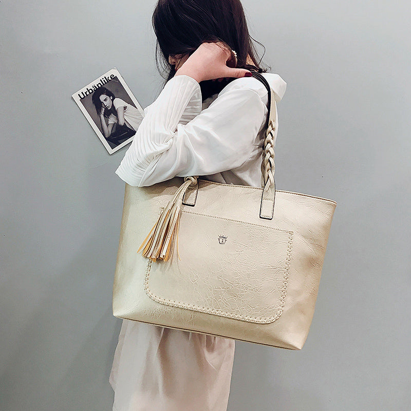 2018 Large Capacity Women Bags Shoulder Tote Bags bolsos New Women  Messenger Bags With Tassel Famous d0fc59db8dd45