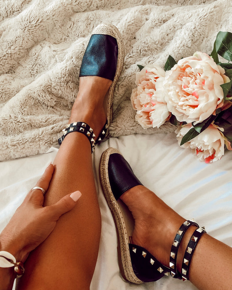 Cross My Heart Espadrilles in Black
