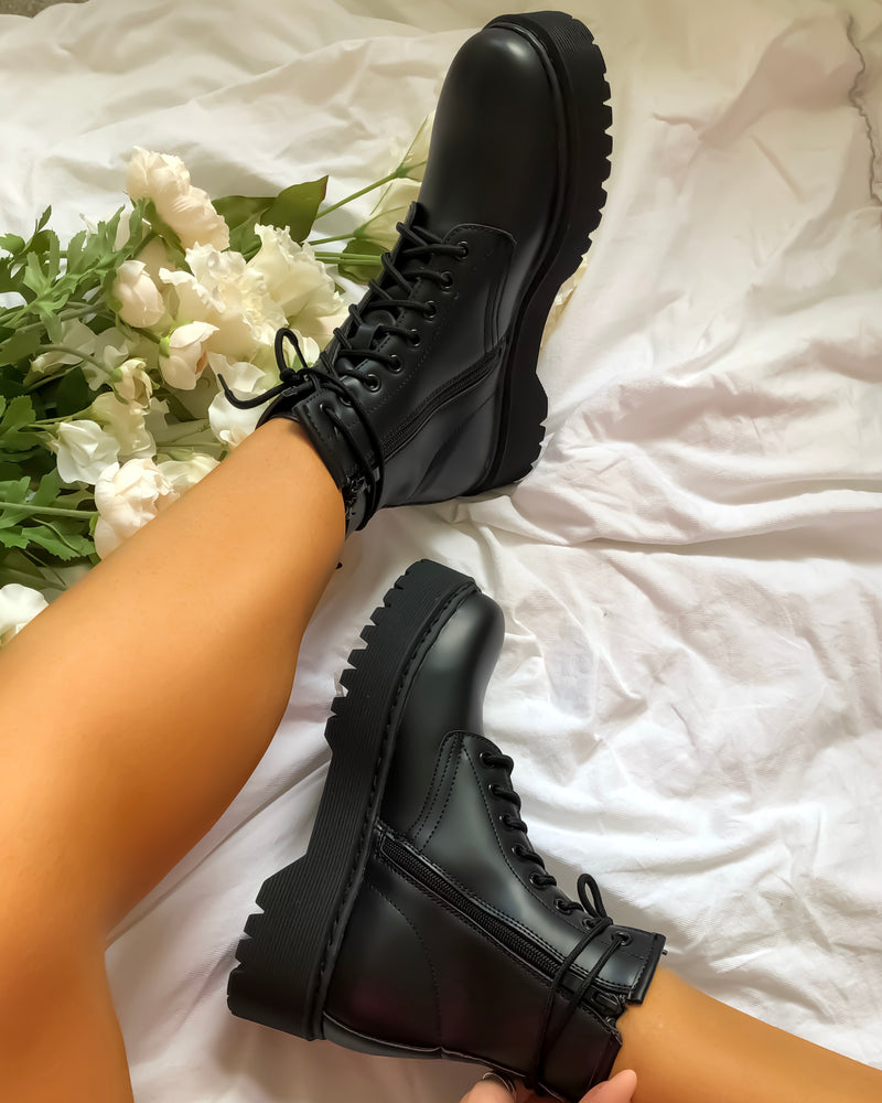 No Shade Boots in Black