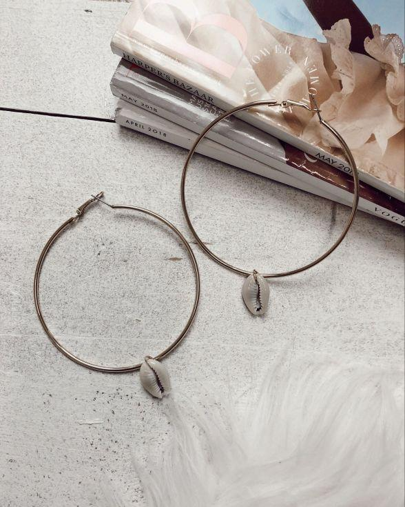 Sandy Shell Hoop Earrings In Gold