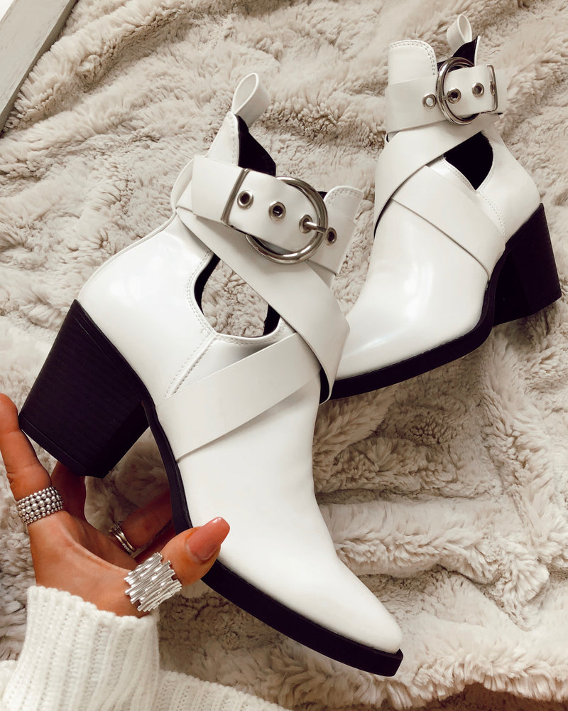 Move Yourself Buckle Boots in White
