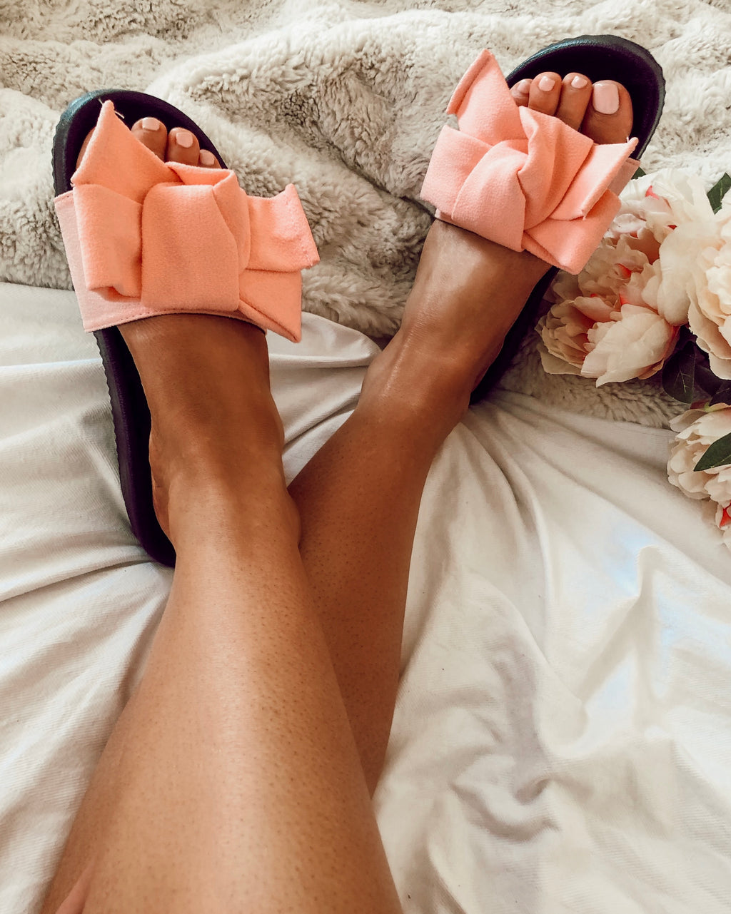 Show Stopper Bow Slides in Pink