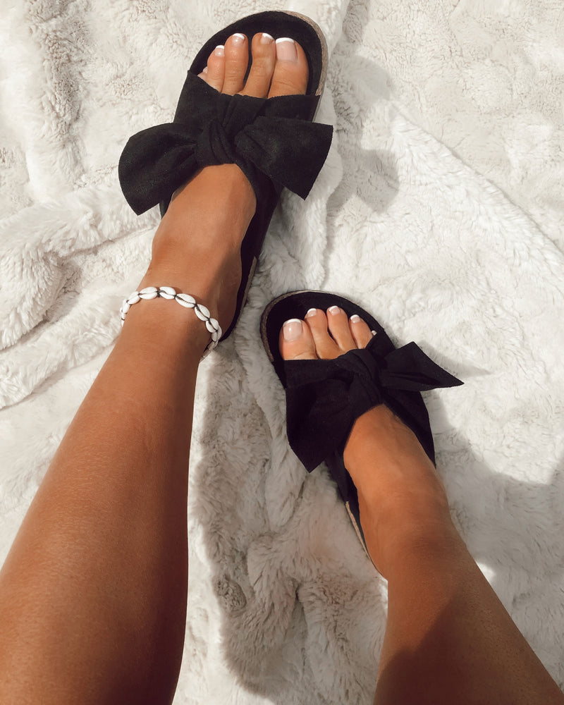 Knotted Sandals In Black