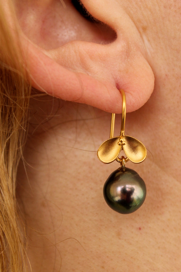 BRILLIANT TAHITIAN PEARL FRUITING EARRINGS
