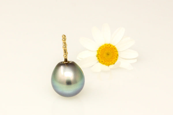 smooth silvery blue Tahitian pearl pendant