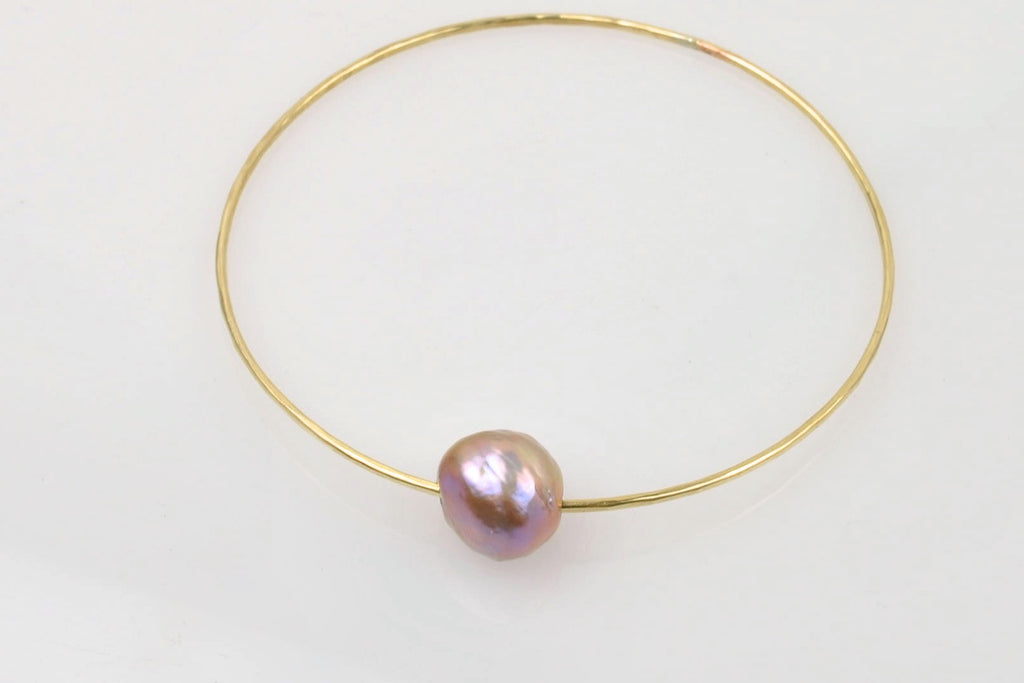 DEEP BAROQUE PEARL BANGLE BRACELET