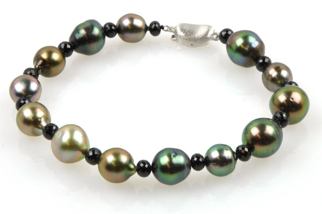 deep color tahitian pearl and bead bracelet