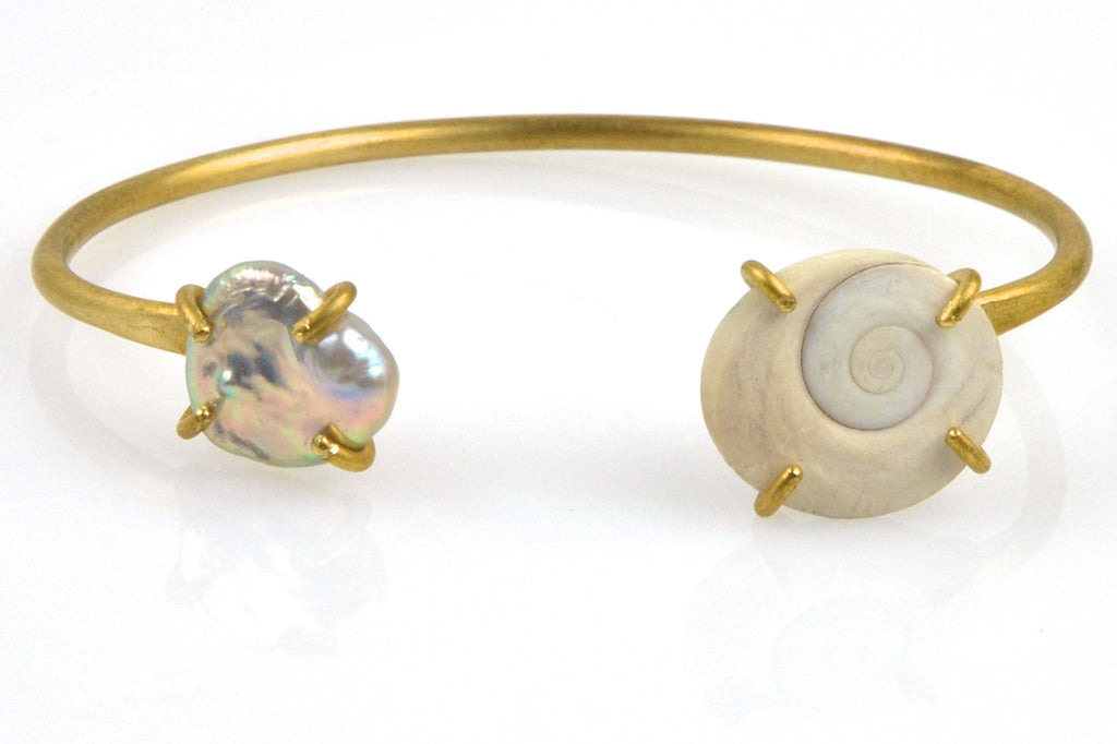 shiva's eye shell and dyed pearl cuff bracelet