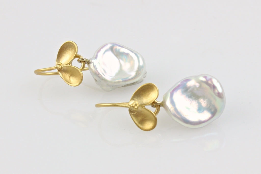 simple white petal pearl fruiting earrings