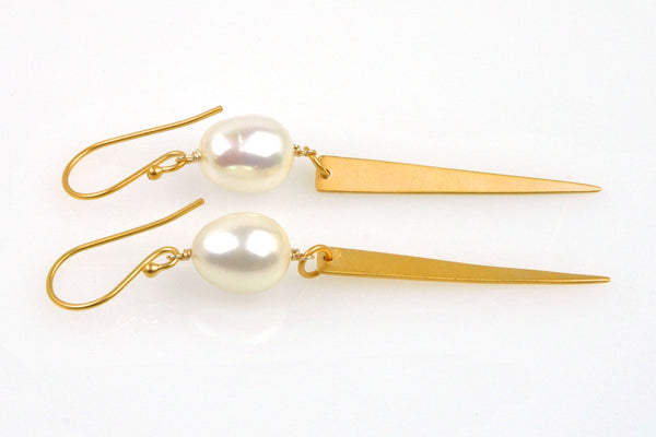 arrow pearl earrings