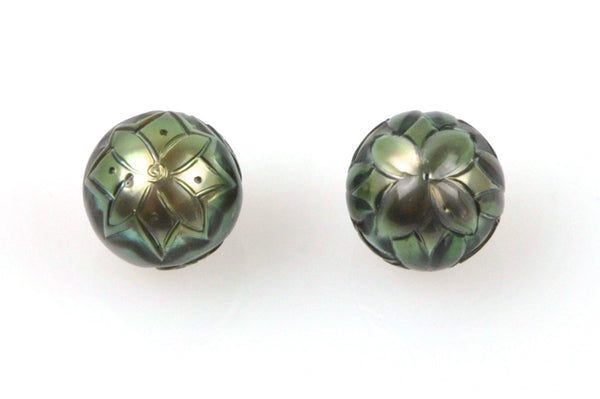 carved tahitian pearl pair