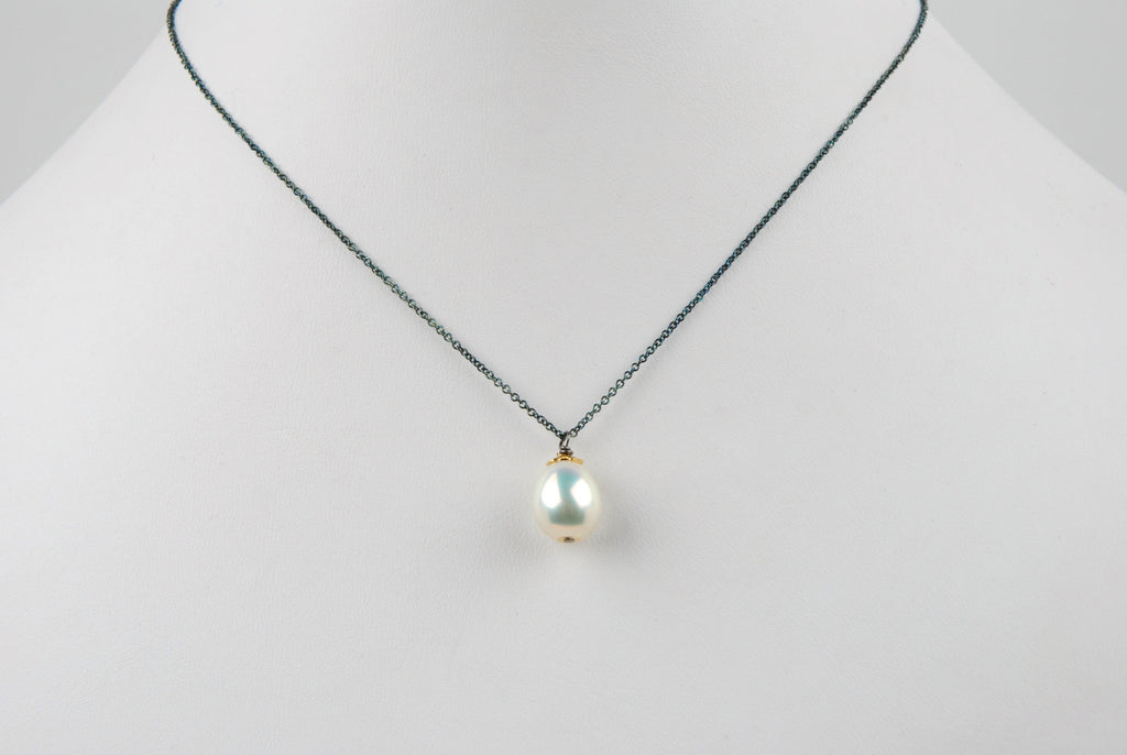 white pearl drop pendant necklace