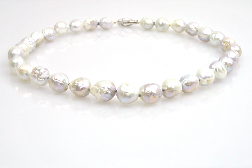 silvery white ripple pearl necklace