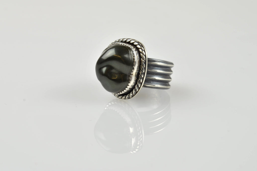 HEAVY VINTAGE STYLE SILVER AND TAHITIAN KESHI RING