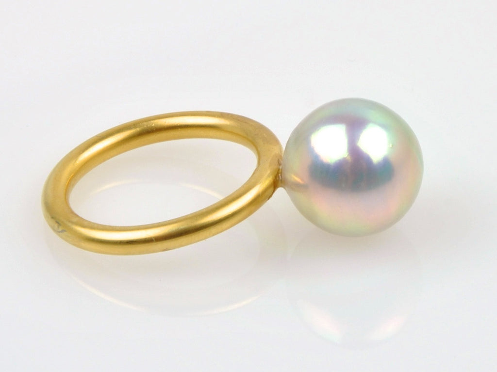 iridescent near round pearl ring