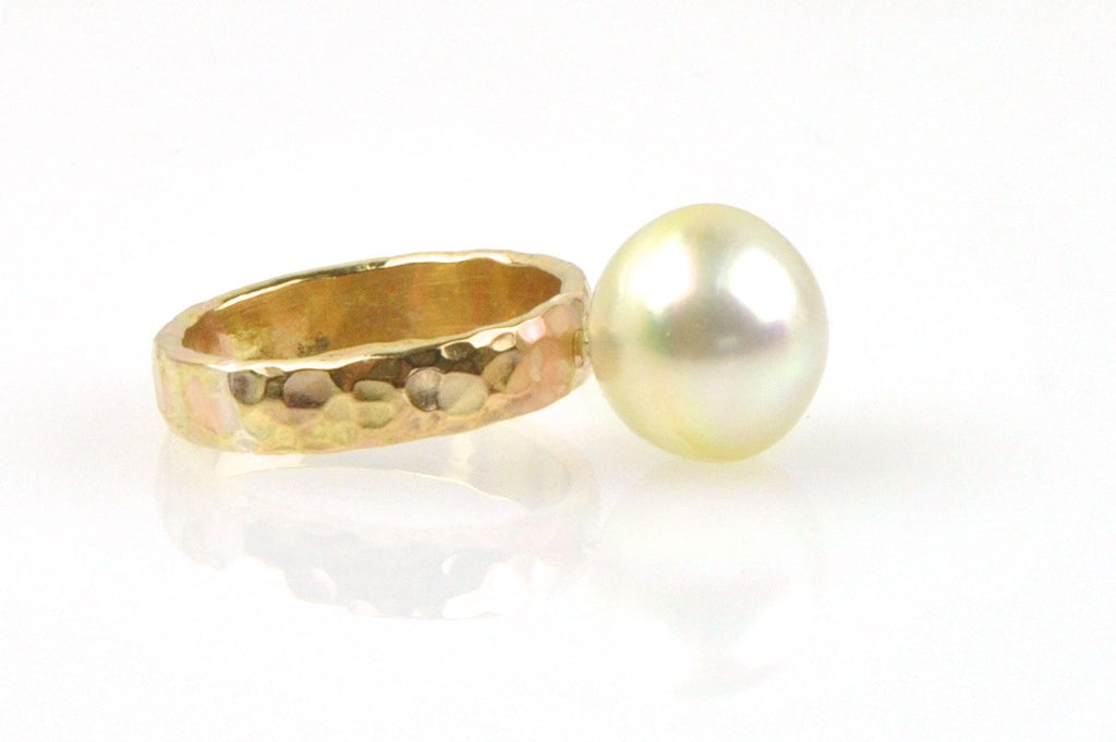 glowing south sea button hammered band ring