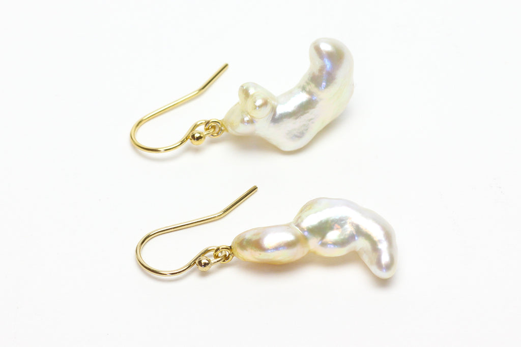 Amulet pearl earrings