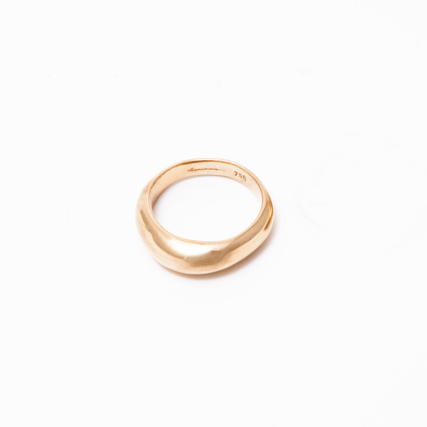 INNAN Jewellery designer Hathor men's wedding ring in 18 ct yellow gold handmade in Berlin
