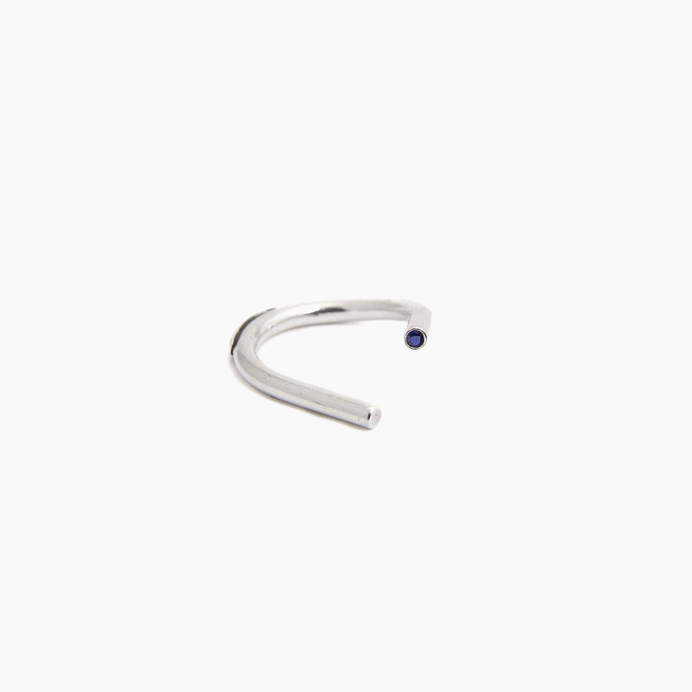 INNAN Jewellery designer Chaotic Curve Ring in sterling silver with blue sapphire handmade in Berlin