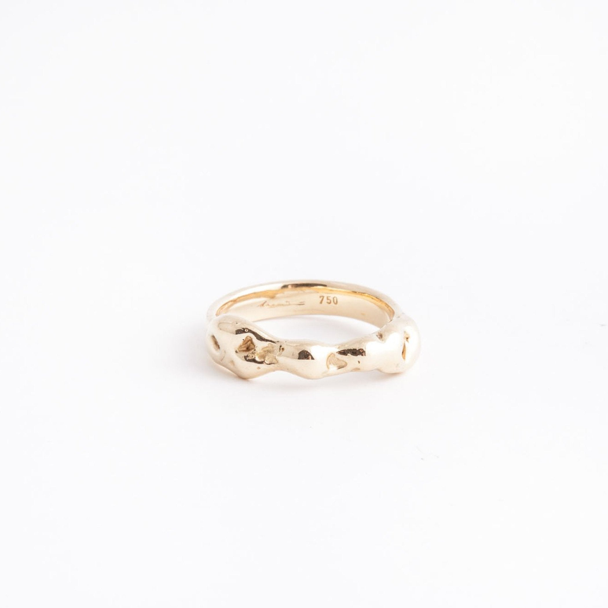 wedding ring apollo gold asymmetric product front view innan jewellery