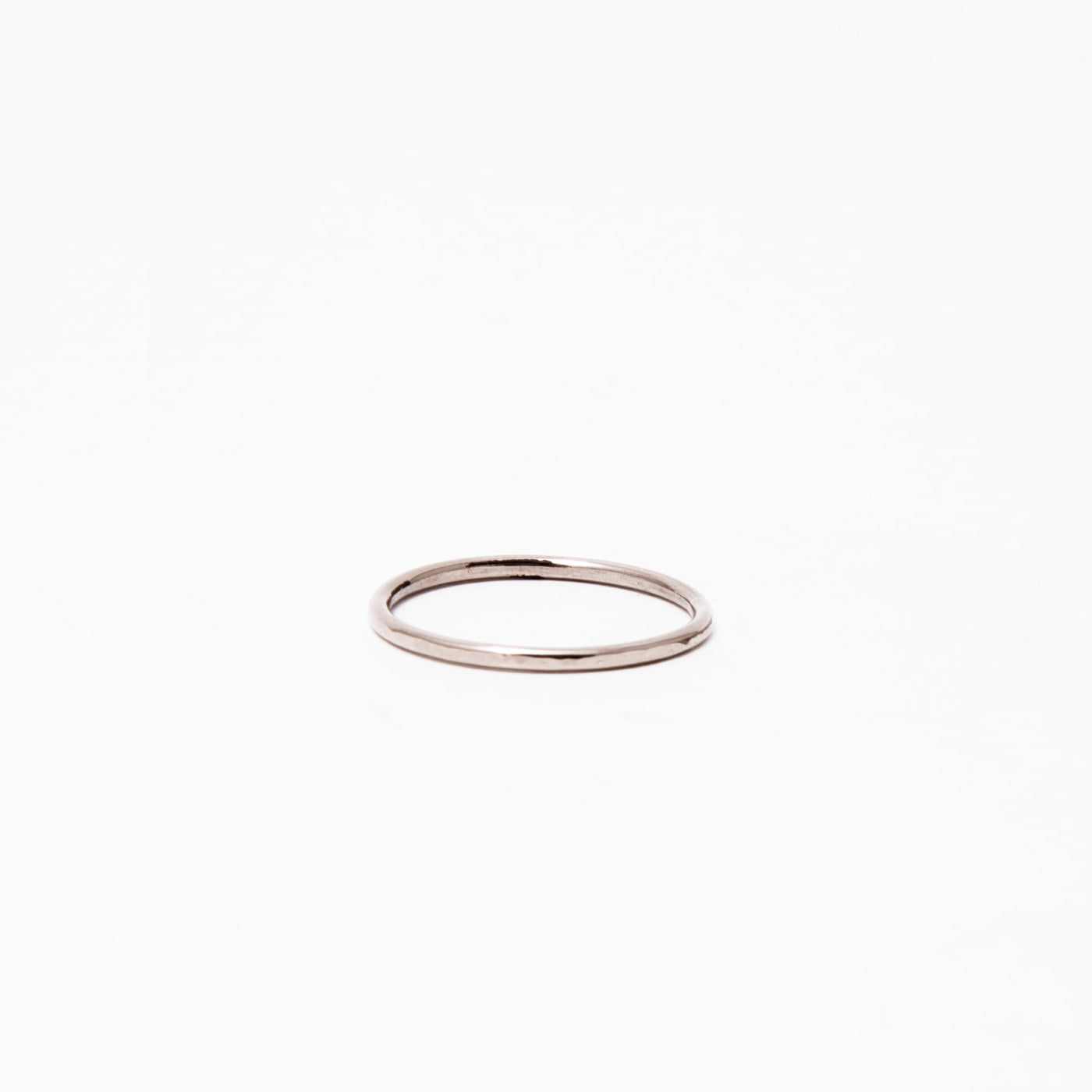 wedding ring hera 18 ct white gold hammered product view innan jewellery