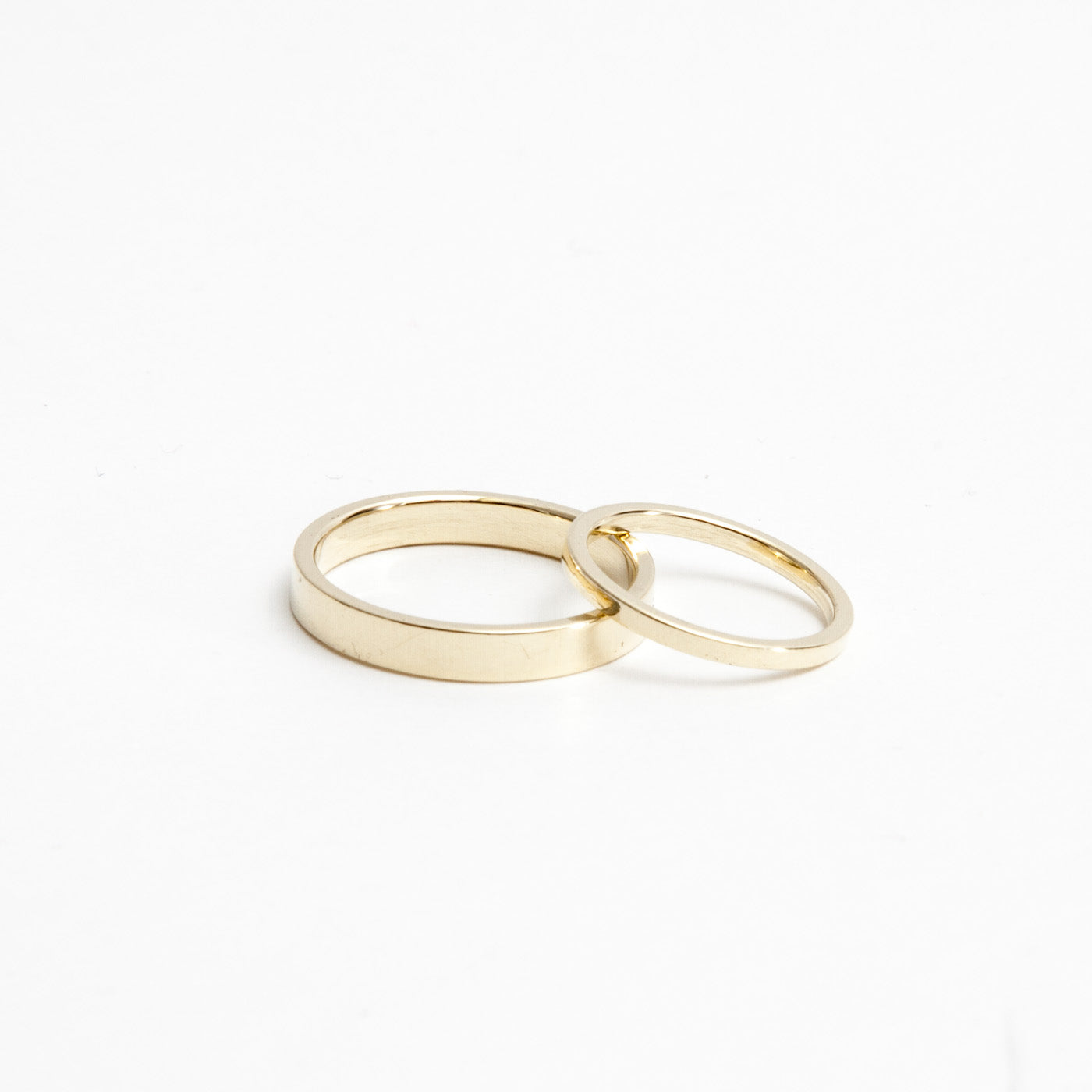 wedding ring Penelope minimalist gold product view innan jewellery