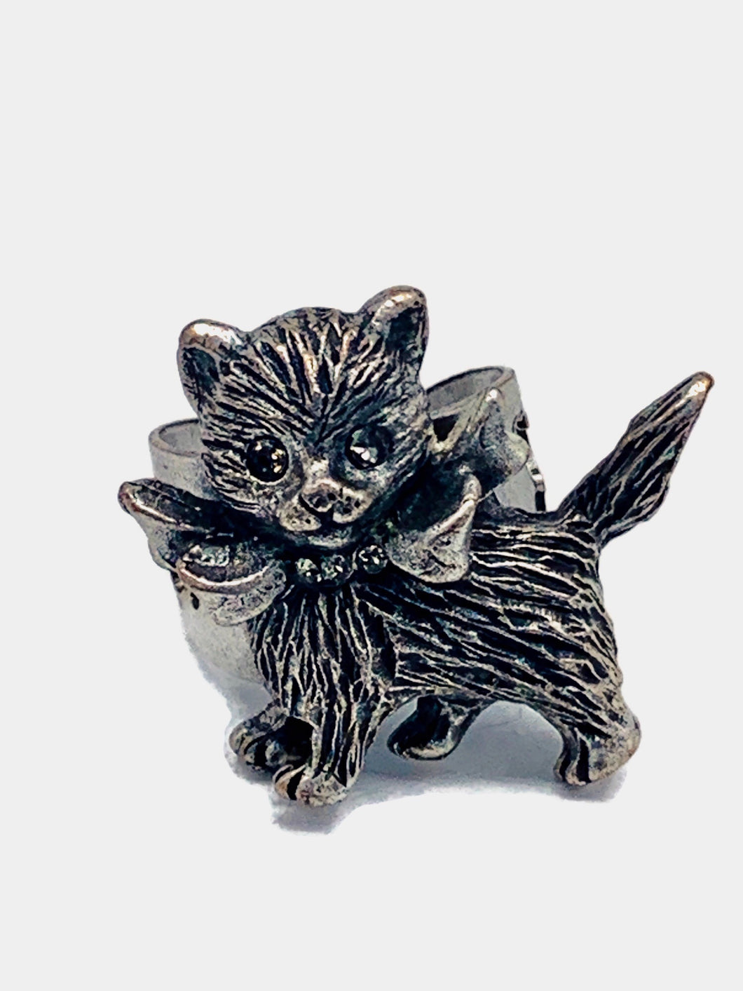 Cat with bow ring