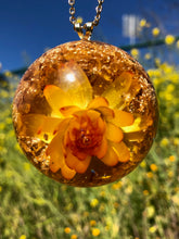 Load image into Gallery viewer, Yellow Gold Strawflower Pendant Necklace
