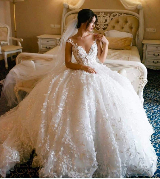 Musebridals.com offer Floral Lace Wedding Dresses Vintage Ball Gown Wedding Dress, MW307