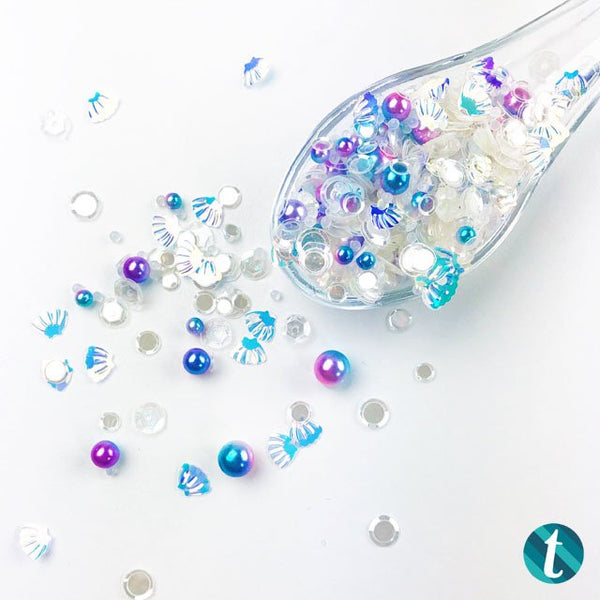 Seaspray Shimmer: A blend of clear confetti and mermaid pearls